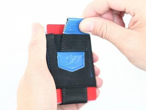 Minimalistisches Kartenetui / Slim Wallet / Mini-Geldbörse -Pull-Tab- vegan schwarz/blau von MakakaOnTheRun - Bild vergrößern